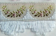 Jacquard ribbon with scalloped fringe - light blue/pale pink