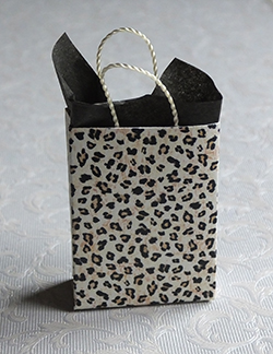 Miniature gift bag with leopardskin print