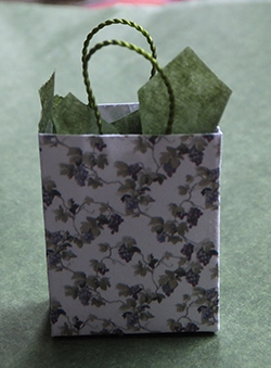 Miniature gift bag with leaf print