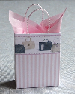 Miniature gift bag with pink design
